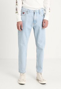 Tommy Jeans - CREST DAD - Džíny Straight Fit - light blue denim - 0