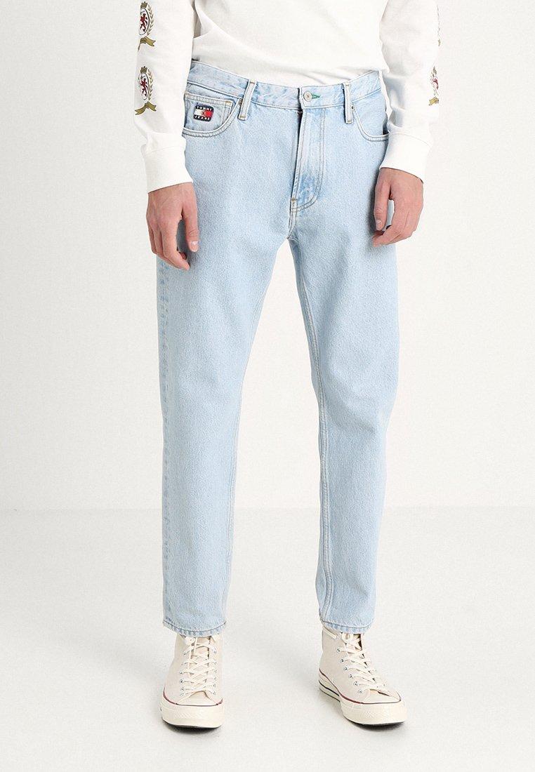 Tommy Jeans - CREST DAD - Džíny Straight Fit - light blue denim
