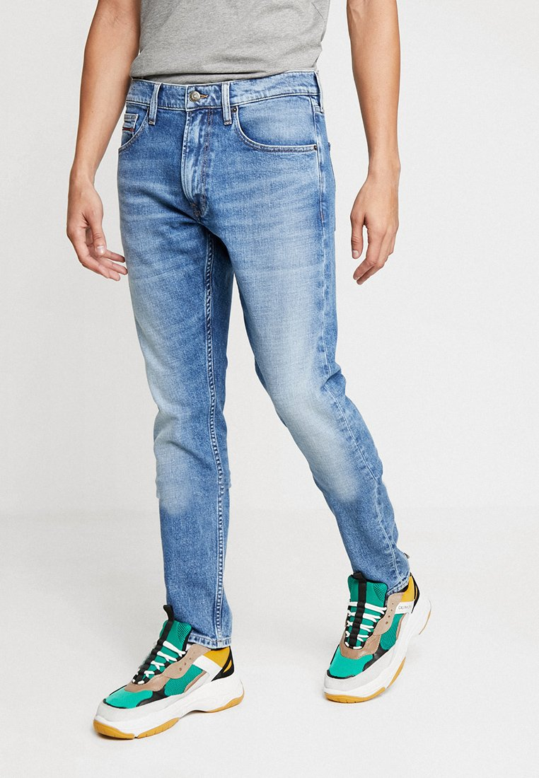 Tommy Jeans - MODERN TAPERED - Jeans Tapered Fit - denim