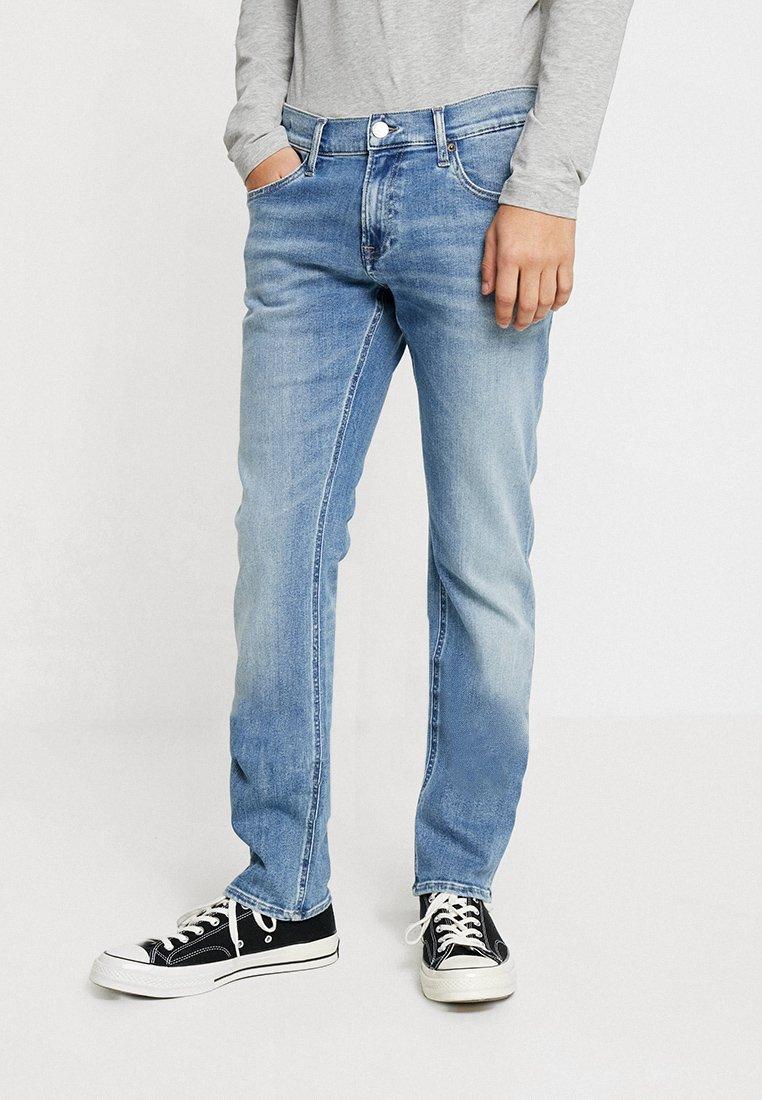 Tommy Jeans - SLIM SCANTON - Jeans Slim Fit - light blue denim