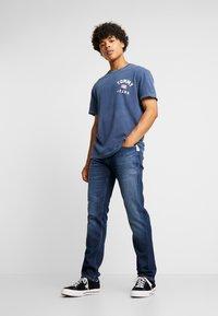 Tommy Jeans - ORIGINAL STRAIGHT RYAN  - Jeans straight leg - dark-blue denim - 1