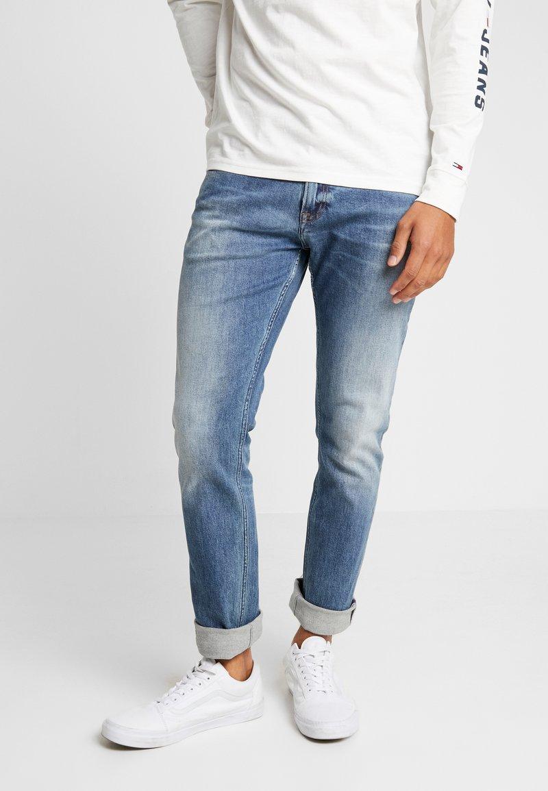 Tommy Jeans - SCANTON HERITAGE - Jeans Slim Fit - light-blue denim
