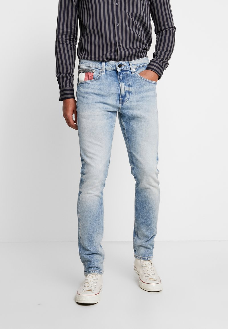 Tommy Jeans - MODERN TAPERED  - Vaqueros tapered - light-blue denim