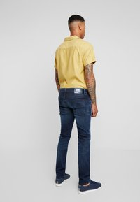 Tommy Jeans - SCANTON  - Jeans slim fit - cherry - 2