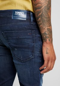Tommy Jeans - SCANTON  - Jeans slim fit - cherry - 3