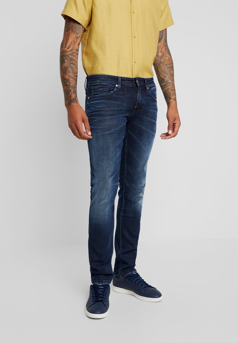 Tommy Jeans - SCANTON  - Slim fit jeans - cherry