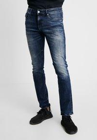 Tommy Jeans - SLIM SCANTON  - Jeans slim fit - dynmc grand deep - 0