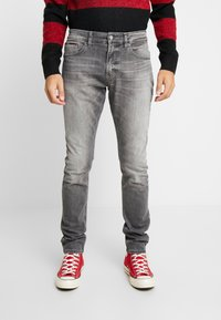 Tommy Jeans - STEVE SLIM TAPERED - Jeans Tapered Fit - nostrand grey stretch - 0