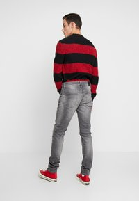 Tommy Jeans - STEVE SLIM TAPERED - Jeans Tapered Fit - nostrand grey stretch - 2