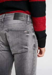 Tommy Jeans - STEVE SLIM TAPERED - Jeans Tapered Fit - nostrand grey stretch - 3