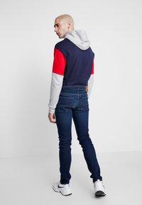 Tommy Jeans - STEVE SLIM TAPERED - Jeans Tapered Fit - dark-blue denim - 2