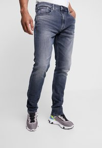 Tommy Jeans - 1988 RELAXED TAPERED - Jeans Tapered Fit - durban dark blue - 0