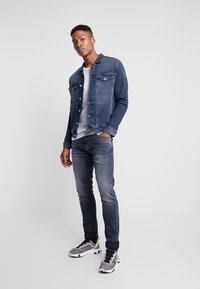 Tommy Jeans - 1988 RELAXED TAPERED - Jeans Tapered Fit - durban dark blue - 1