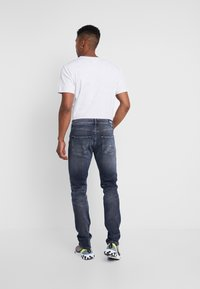 Tommy Jeans - 1988 RELAXED TAPERED - Jeans Tapered Fit - durban dark blue - 2