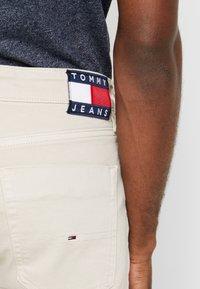 Tommy Jeans - SCANTON SLIM - Slim fit jeans - pumice stone com - 5