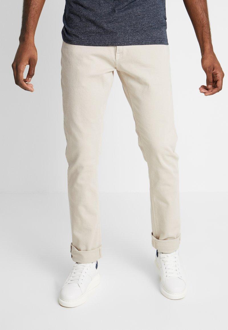Tommy Jeans - SCANTON SLIM - Slim fit jeans - pumice stone com