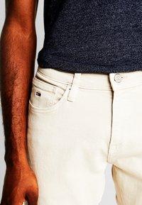 Tommy Jeans - SCANTON SLIM - Slim fit jeans - pumice stone com - 3