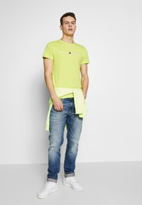 Tommy Jeans - 1988 RELAXED TAPERED - Jeans relaxed fit - moon mid blue - 1