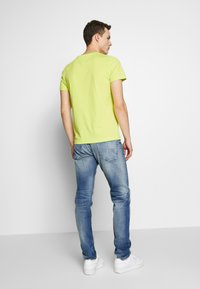 Tommy Jeans - 1988 RELAXED TAPERED - Jeans relaxed fit - moon mid blue - 2