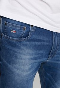 Tommy Jeans - RYAN - Straight leg jeans - bedford mid - 4