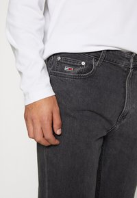 Tommy Jeans - DAD STRAIGHT - Jeans Straight Leg - aries - 4