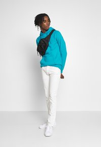 Tommy Jeans - SCANTON HERITAGE - Jeansy Slim Fit - mars white com - 1