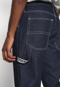 Tommy Jeans - TAPERED CARPENTER - Relaxed fit jeans - dark-blue denim - 4