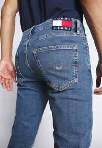 Tommy Jeans - DAD JEAN - Straight leg jeans - blue denim - 5