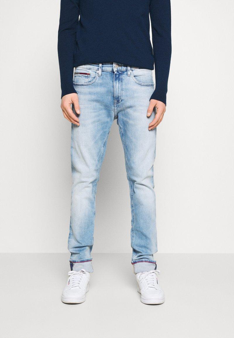 Tommy Jeans - AUSTIN SLIM TAPERED - Jeans Tapered Fit - light-blue denim