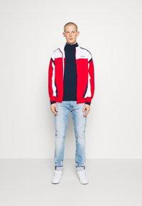 Tommy Jeans - AUSTIN SLIM TAPERED - Jeans Tapered Fit - light-blue denim - 1