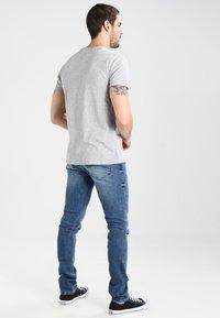 Tommy Jeans - ORIGINAL TEE REGULAR FIT - Camiseta básica - light grey - 2