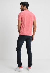 Tommy Jeans - ORIGINAL TRIBLEND V-NECK TEE REGULAR FIT - T-Shirt basic - red - 2