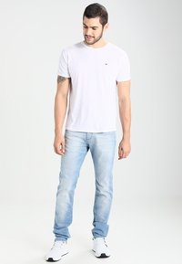 Tommy Jeans - ORIGINAL TRIBLEND REGULAR FIT - T-shirt basic - classic white - 1