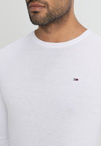 Tommy Jeans - ORIGINAL SLIM FIT - Topper langermet - classic white - 4