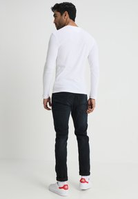 Tommy Jeans - ORIGINAL SLIM FIT - Topper langermet - classic white - 2