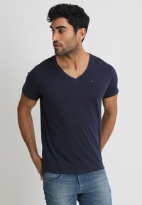 Tommy Jeans - ORIGINAL REGULAR FIT - Camiseta básica - black iris - 0