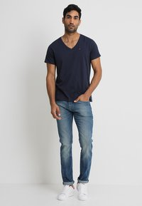 Tommy Jeans - ORIGINAL REGULAR FIT - Camiseta básica - black iris - 1