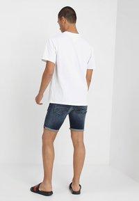 Tommy Jeans - CLASSICS LOGO TEE - Triko spotiskem - white - 2