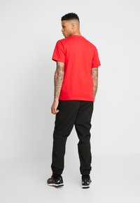 Tommy Jeans - CLASSICS LOGO TEE - T-shirt imprimé - racing red - 2