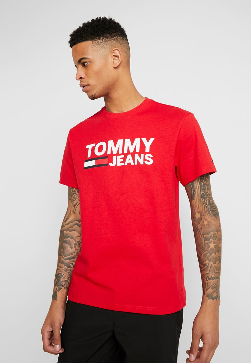 Tommy Jeans - CLASSICS LOGO TEE - T-shirt imprimé - racing red