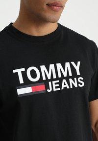 Tommy Jeans - CLASSICS LOGO TEE - Printtipaita - black - 4