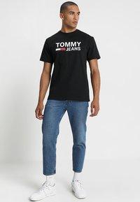 Tommy Jeans - CLASSICS LOGO TEE - Printtipaita - black - 1