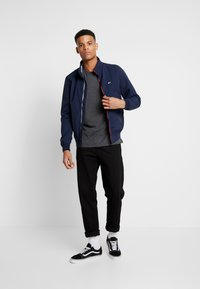Tommy Jeans - ESSENTIAL SOLID TEE - Basic T-shirt - dark grey heather - 1