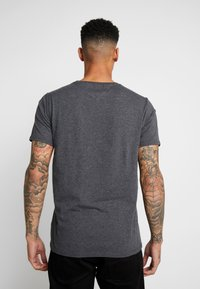 Tommy Jeans - ESSENTIAL SOLID TEE - T-shirt basic - dark grey heather - 2
