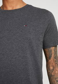 Tommy Jeans - ESSENTIAL SOLID TEE - Basic T-shirt - dark grey heather - 5