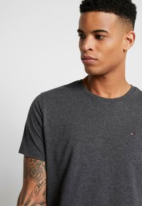 Tommy Jeans - ESSENTIAL SOLID TEE - Basic T-shirt - dark grey heather - 3