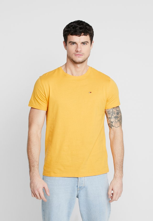 ESSENTIAL SOLID TEE - T-shirts basic - golden glow