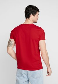 Tommy Jeans - ESSENTIAL SOLID TEE - T-shirt basique - racing red - 2