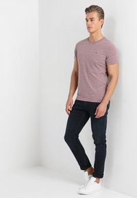 Tommy Jeans - ESSENTIAL TRIBLEND TEE - T-shirt basique - red - 1