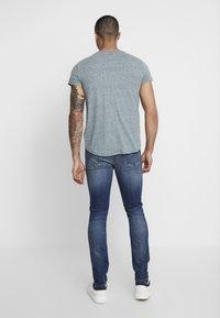 Tommy Jeans - BASIC VNECK TEE SLIM FIT - Camiseta básica - atlantic deep - 2